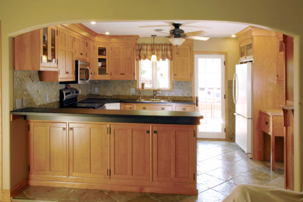 custom arts and crafts oak cabinets, breakfast bar, slate tile, black countertops
